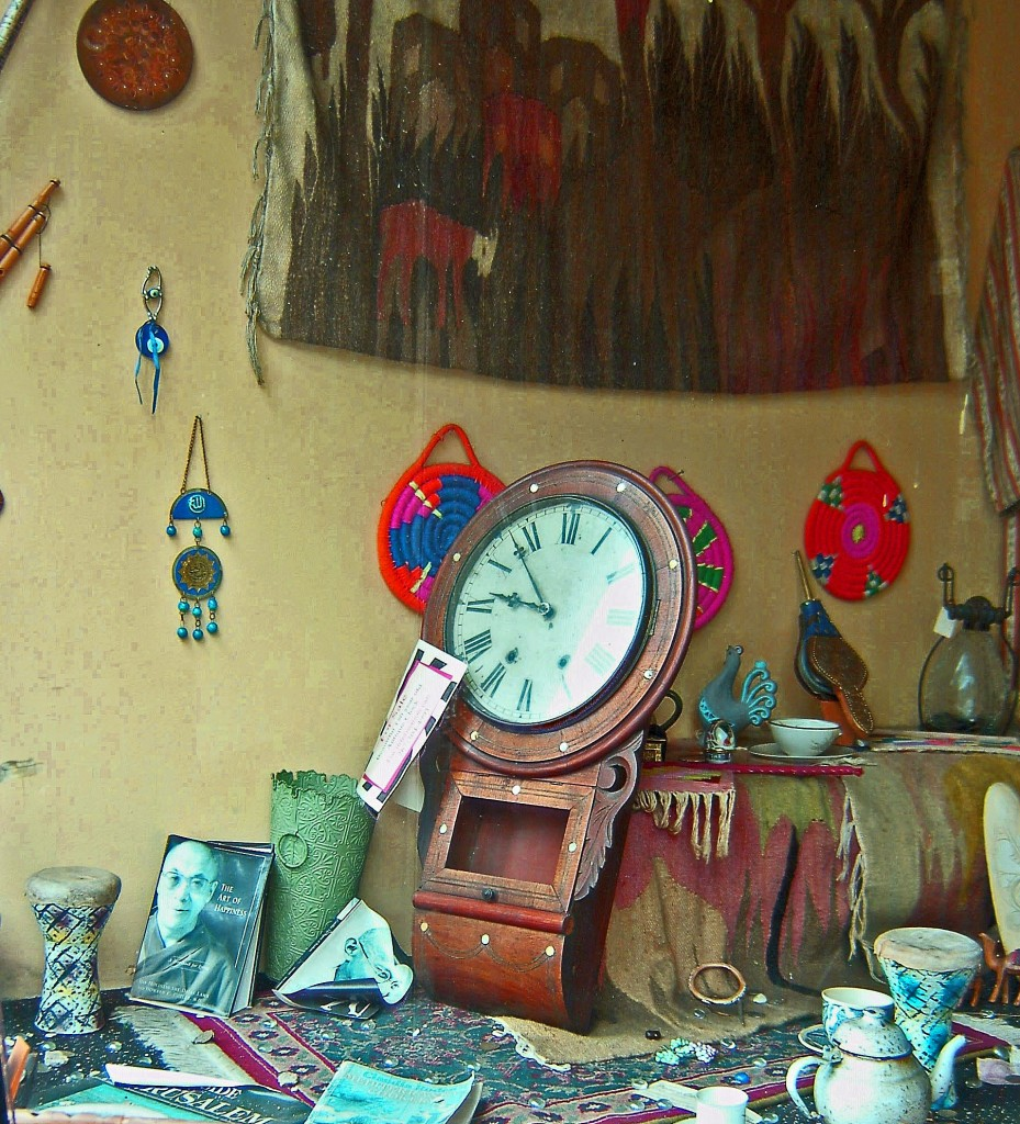 ANTIQUE CLOCK DISPLAYED IN HOOKAH LOUNGE WINDOW