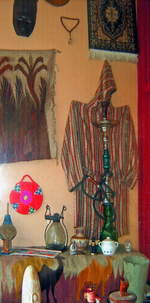HOOKAH PIPES BOWLS GARB MATS CARPETS & ACCESSORY DISPLAY