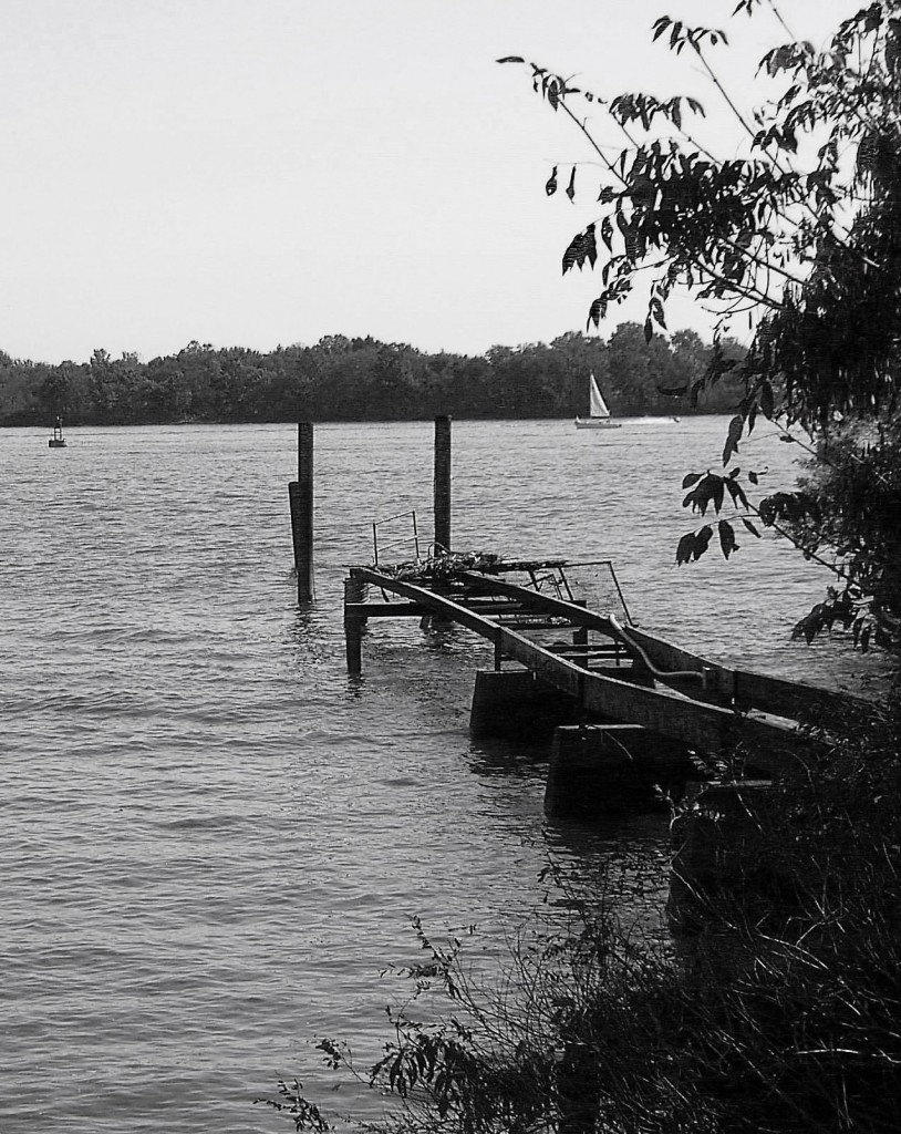BLACK & WHITE OF DAMAGED PIER ON THE DELAWARE