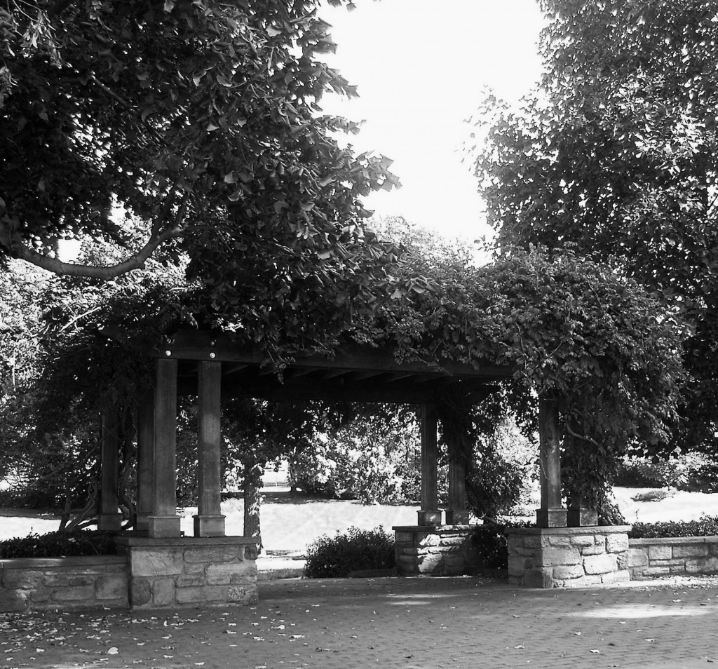 BLACK & WHITE OF FAIRMOUNT PARK PAVILION
