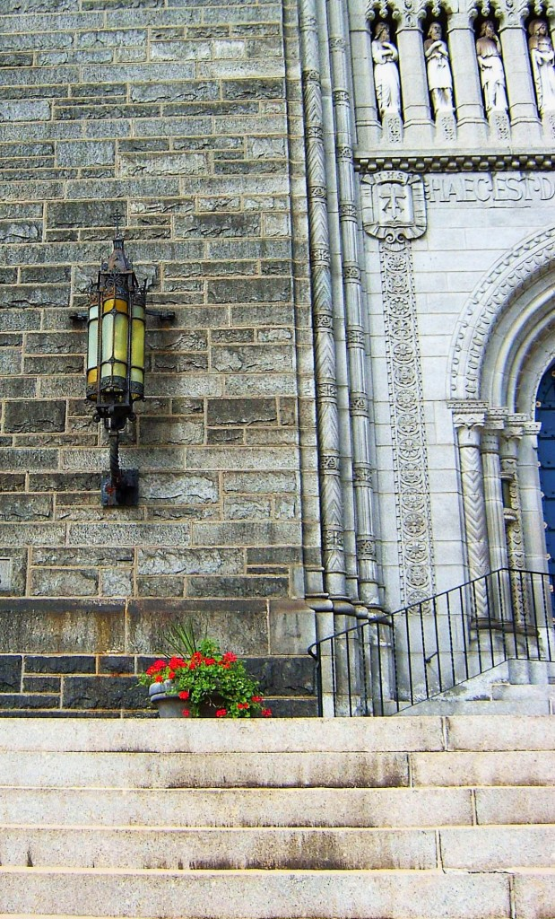 ANTIQUE IRON WALL LAMP MOUNTED ON HISTORIC PHILADELPHIA CHURCH
