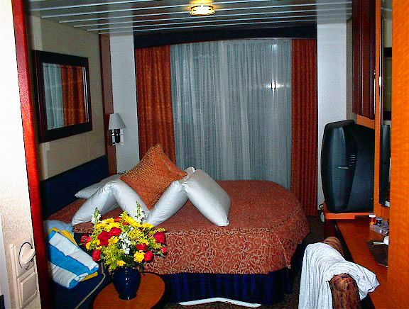 CRUISE SHIP BALCONY CABIN WITH PILLOW ART