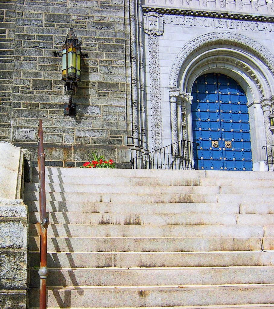 FRONT ENTRANCE TO HISTORIC PHILADELPHIA CATHOLIC CHURCH