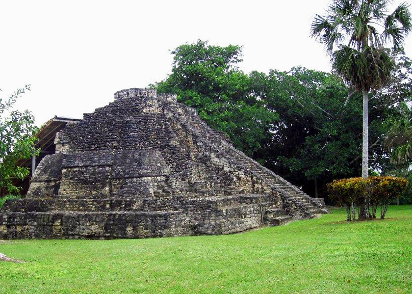 PYRAMID-IN-COSTA-MAYA-MEXICO