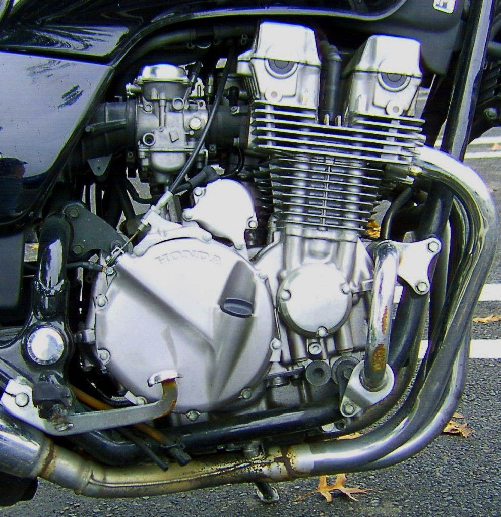 SIDE VIEW OF 92 HONDA NIGHTHAWK 4 CYLINDER 750CC ENGINE