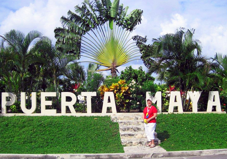 TRAVEL AGENT AT PUERTA MAYA WELCOME CENTER