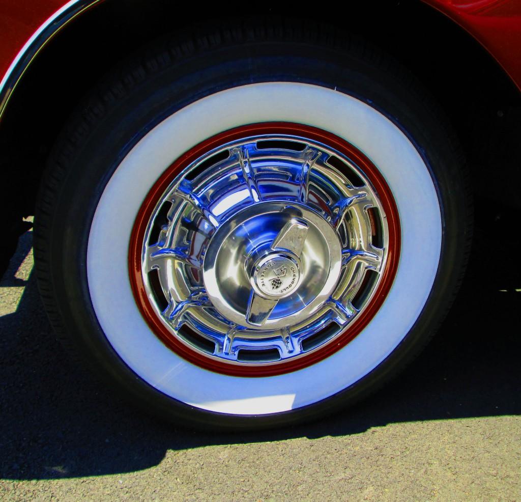 1959 Chevy Corvette Wheel With Spinner Hubcap