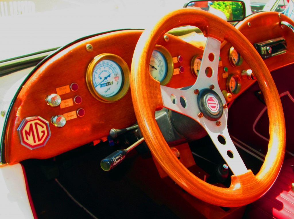 TD Model Of 1952 MG Wooden Steering Wheel & Dashboard
