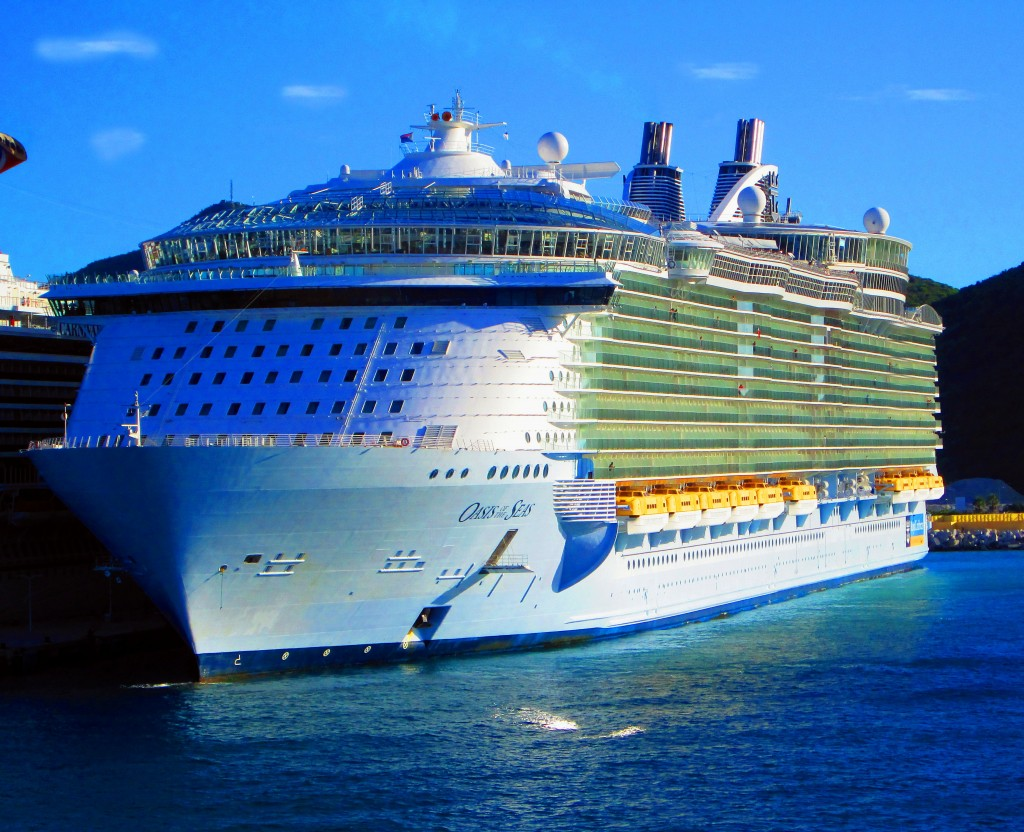 Royal Caribbean Oasis Of The Seas In St Maarten