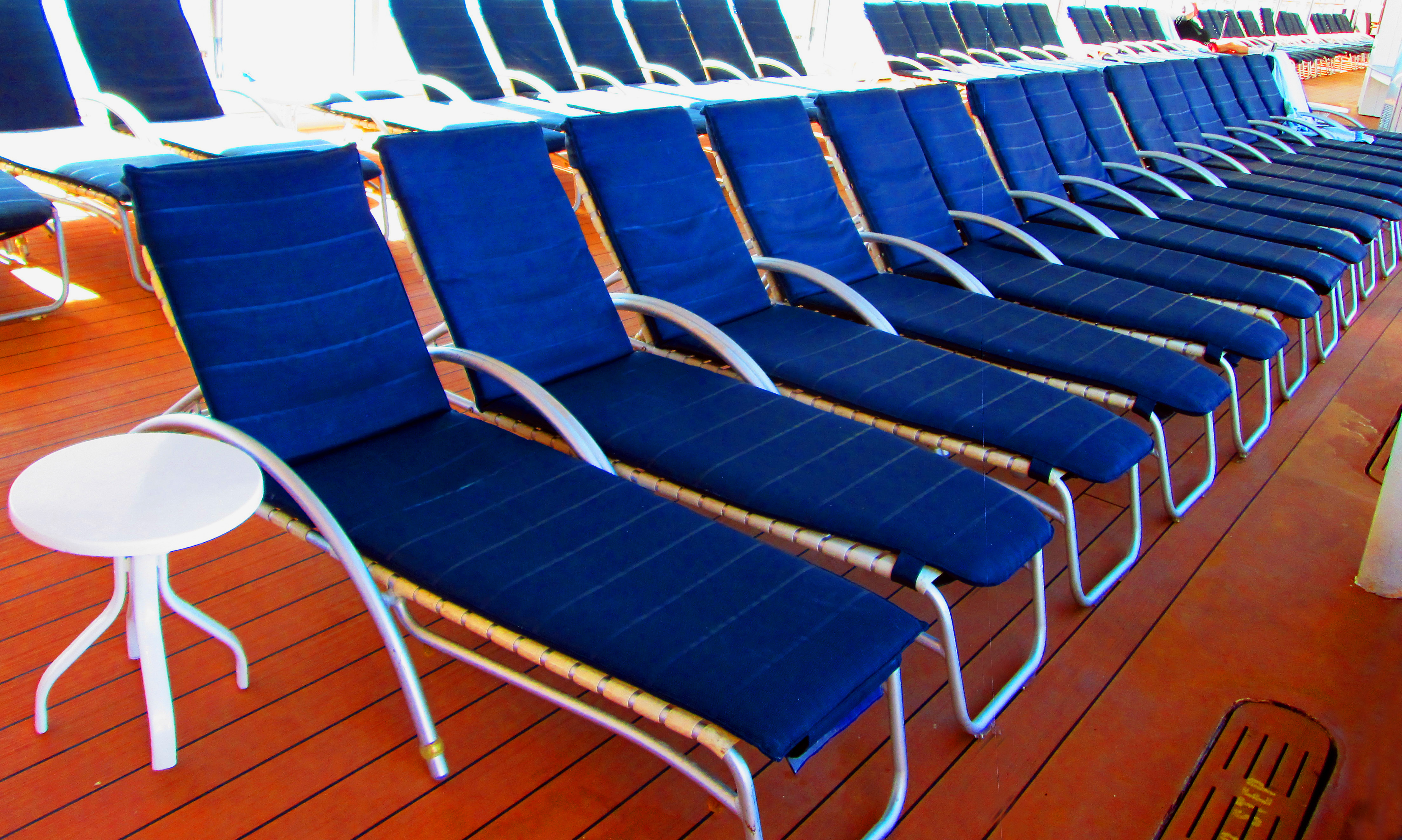 Cruise Ship Cushioned Lounges