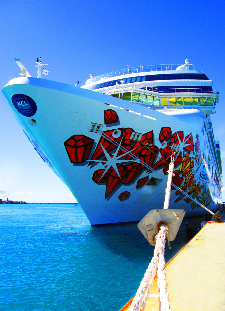Norwegian-Cruise-Ship-Docked-In-The-Caribbean