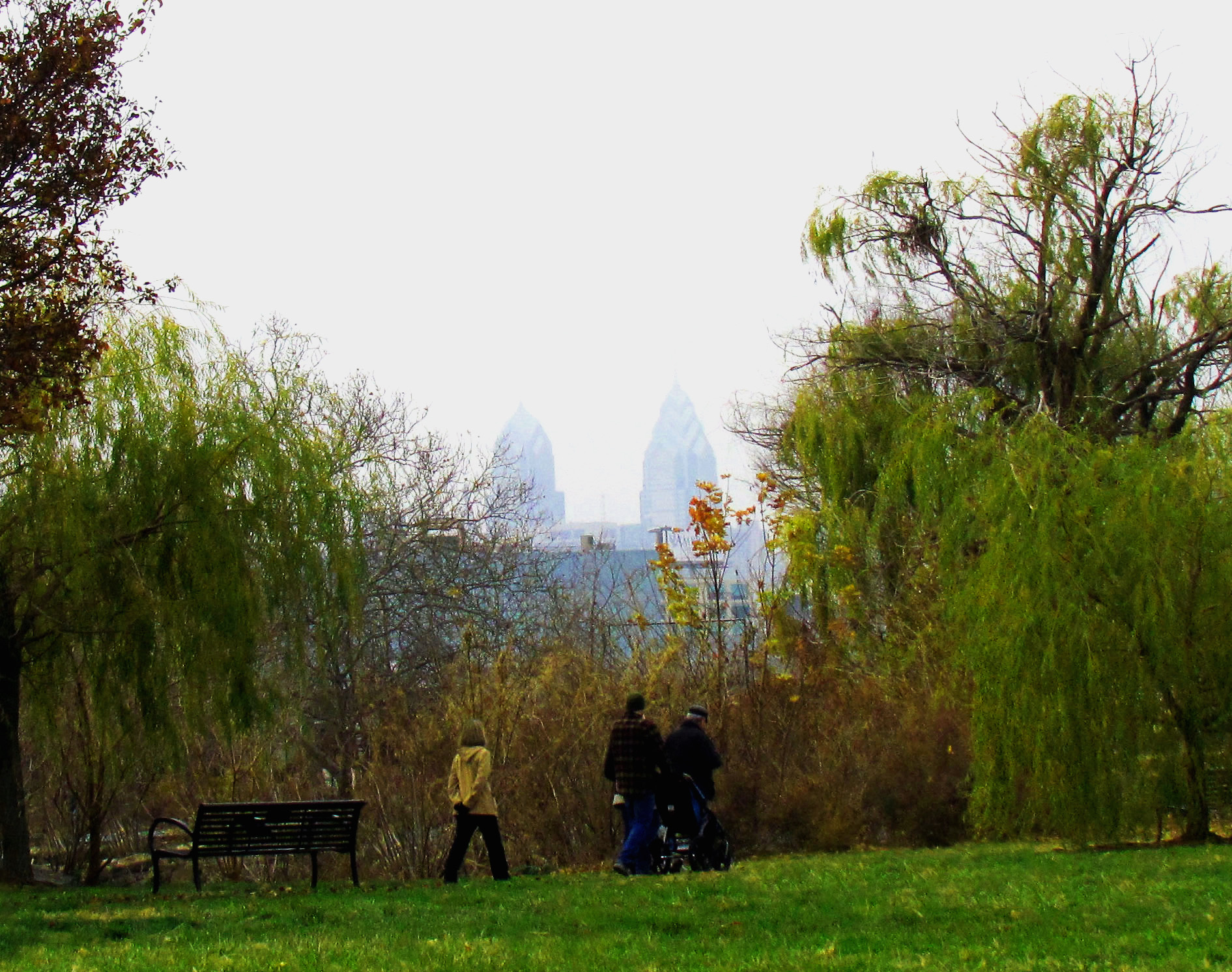 Sunday-Morning-Walkers-In-Penn-Treaty-Park-Philly