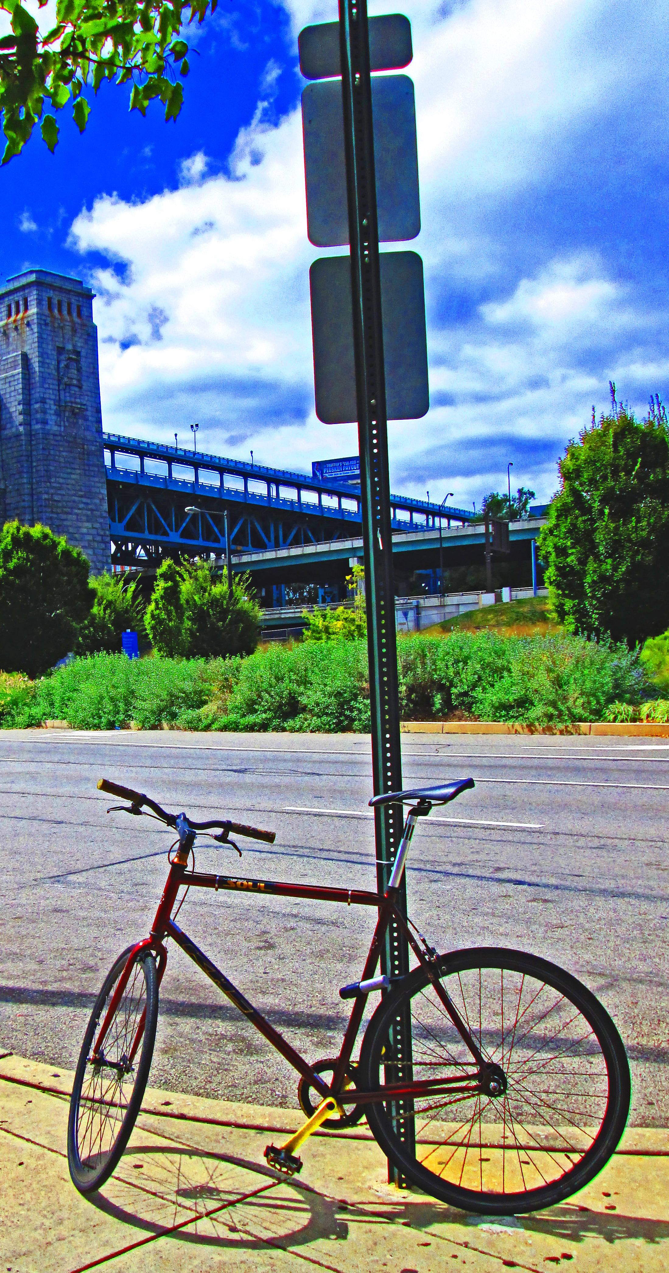 KHS Urban Soul Bike Near Ben Franklin Bridge