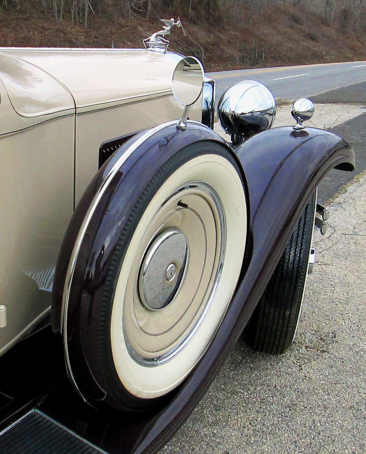 Spare Tire casing On Passenger Front Quarter For 31 Packard