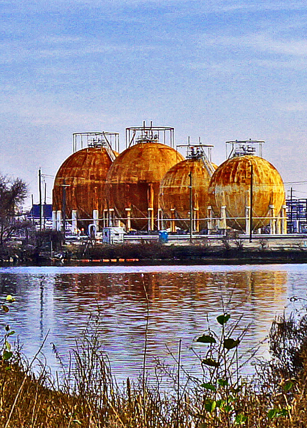 Reflecting Natural Gas Balls